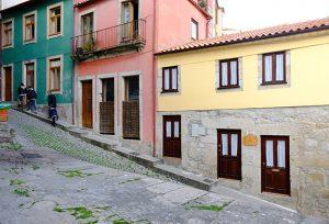 Thumbnail Reiseführerin Porto mit Ece Canli